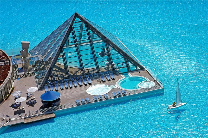 Top 10 Most Beautiful And Extraordinary Swimming Pools In The