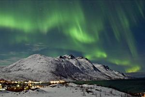 northern lights above spitsbergen