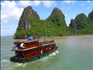 the amazing race between two slow tourist boats